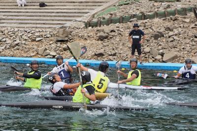 相手チームの激しいディフェンスを受けながらも強烈なシュートを放つ佐倉インヴァース5番の木村選手。木村選手は同チームのキャプテンを務め、日本代表としても活躍する、日本が世界に誇るストライカーです。