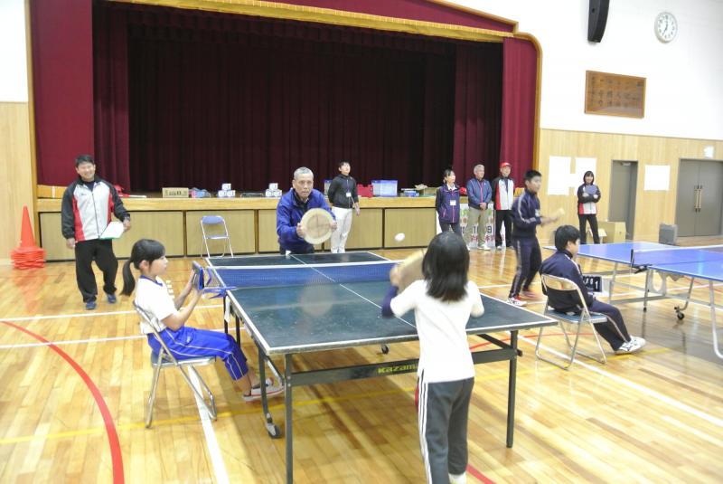 丸太卓球大会の様子